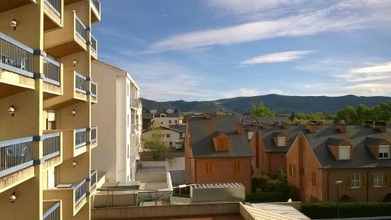 Hotel Oroel: Vistas terraza