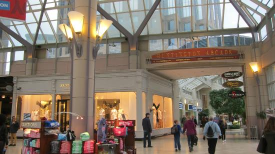 Prudential Center: shops