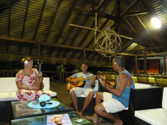 Tuamotu Archipelago, French Polynesia: Soirée musicale
