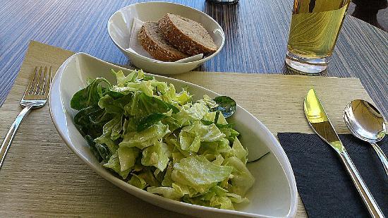 Cafe Treff : Interlaken - Café Treff - sophisticated: The 3 green salads with home-made salad dressing