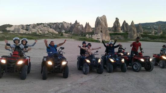 Cappadocia Adventure- Day Tours: Pose de grupo