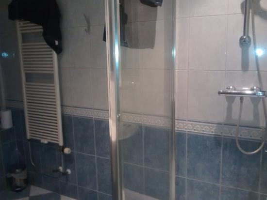 Aan de Gouwe : badkamer mooi