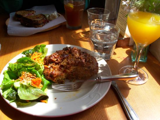 Whidbey Pies & Cafe: Chorizo and cueso fresco strata with house salad