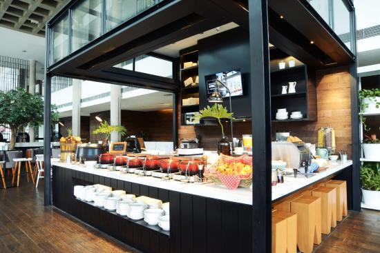 Morrissey Hotel Residences: Breakfast at HOME
