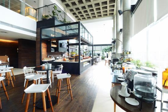 Morrissey Hotel Residences: Lobby