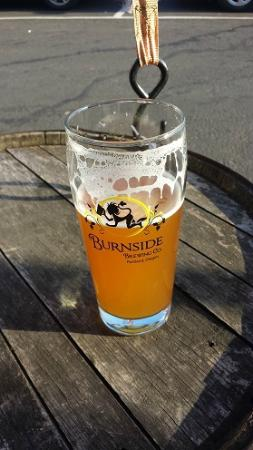 Burnside Brewing Company: Good beer- already finished about a third of my glass before I had a chance to snap a picture