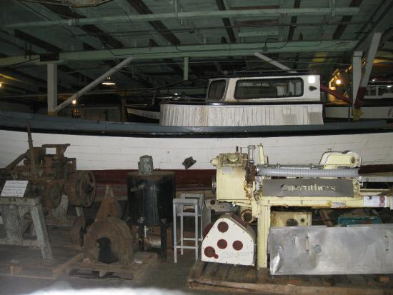 Hanthorn Cannery Museum: Old boat & stuff - Cannery Museum