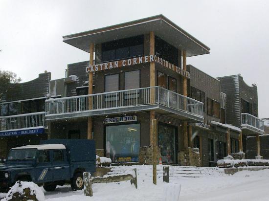 Hoys Dinner Plain Ski Shop