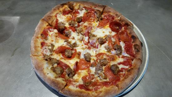 LA Fiamma Wood Fire Pizza: Pizza Diablo, DELICIOUS!!