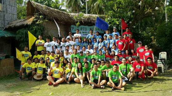 Puerto Nirvana Beach Resort: group picture before the Amazing Race
