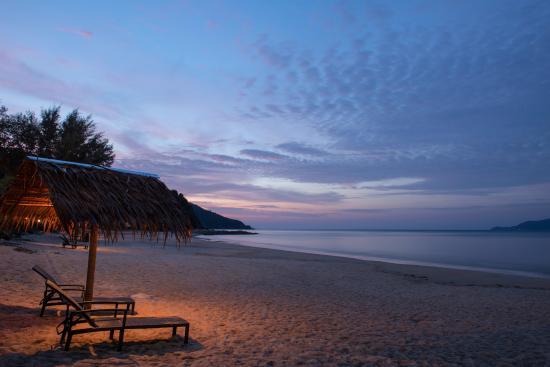 Sari Pacifica Hotel, Resort & Spa Sibu Island: Night beach