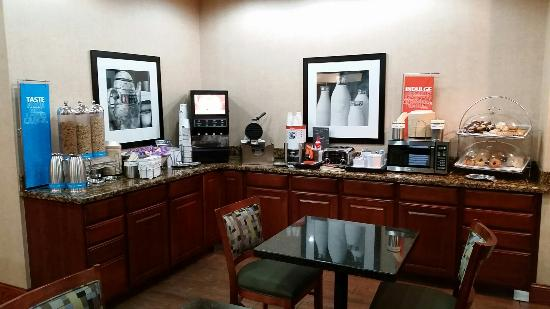 Hampton Inn Longmont : Breakfast area