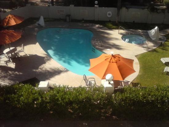 pool view room 306