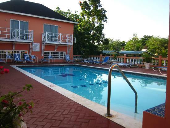 Shields Negril Villas: Pool