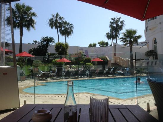 Piscina picture of hotel barriere le majestic cannes for Hotels barriere