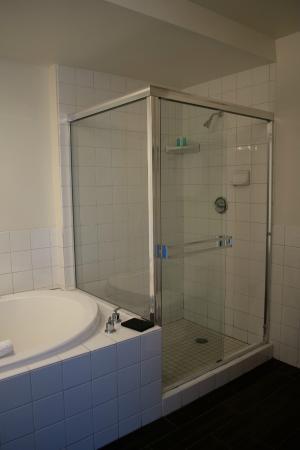Heat Hotel  Bathroom with big walk in shower and double Jacuzzi tubBathroom with big walk in shower and double Jacuzzi tub   Picture  . Big Walk In Showers. Home Design Ideas