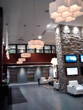 Sandman Signature Toronto Airport Hotel: Lobby 1