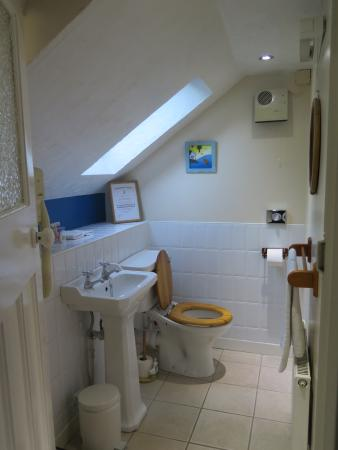 Rowantree Cottage Bed and Breakfast: Toilet
