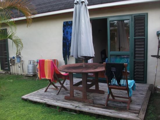Dorothy's Muri Beach Bungalows: Back of Bungalow 1