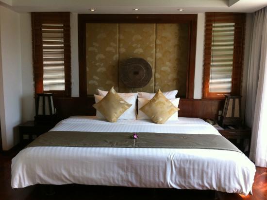 Ayara Hilltops Resort and Spa Surin Beach: bed