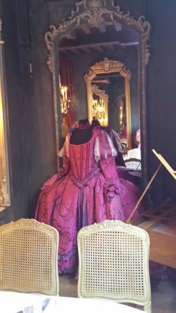 Le salon des lumi res picture of le salon des lumieres for Salon le 58