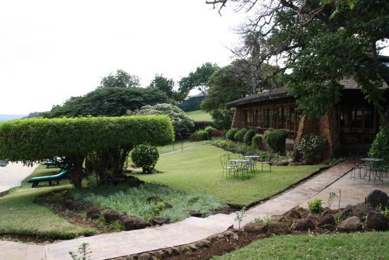 Lake Manyara Hotel: Hotellträdgården