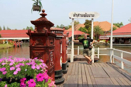 Hua Hin Sam Phan Nam Floating Market: Photo spot on the dock