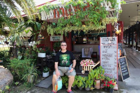Hua Hin Sam Phan Nam Floating Market: An example of one of the many shops on the lake