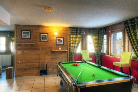 Residence Les Chalets des Evettes: Accueil résidence avec table de billard à disposition