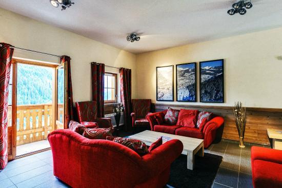 Grand lodge rubys salon