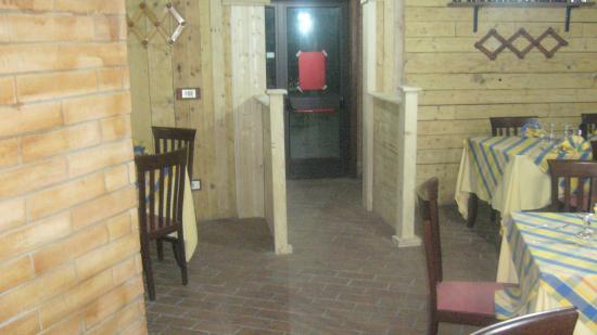 Ingresso sala rustica foto di antica fattoria dei nonni for Moderni piani di fattoria rustica