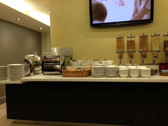 Atlantis Hotel Breakfast Area