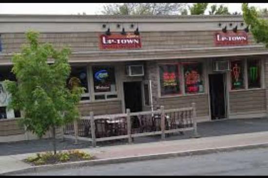 Lynns Uptown Tavern