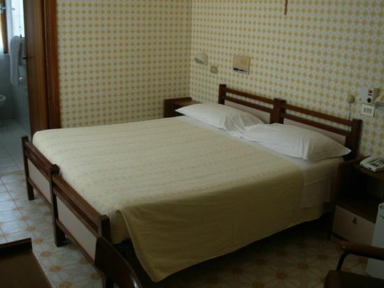 Hotel Saturno: Camera Matrimoniale