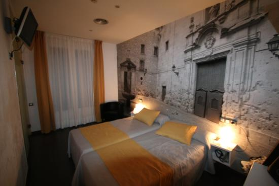 Chambre picture of hotel curious barcelona tripadvisor for Chambre barcelona