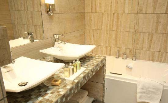 Relais Saint-Jacques: bathroom