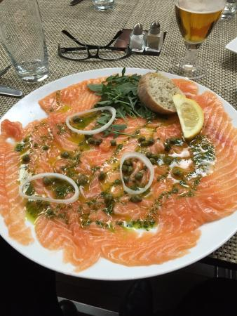 Logis Les Tuileries : Restaurant menu was very good value.