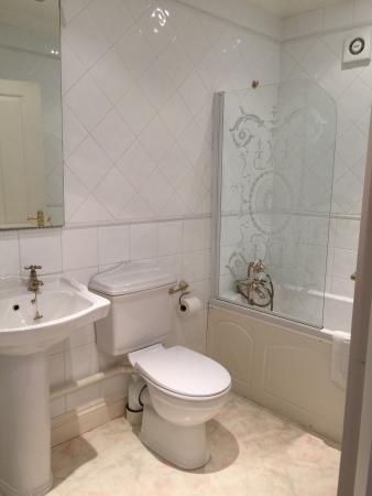 Pinewood Lodge: Bathroom
