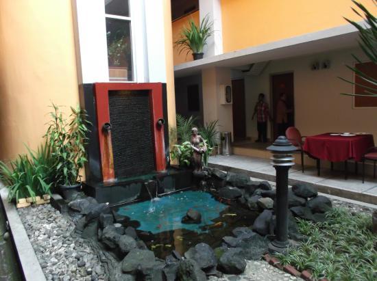 University Hotel : Fountain