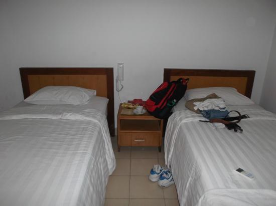 University Hotel : Room