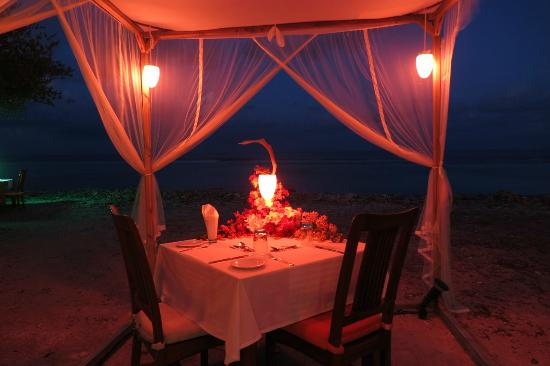 Herathera Island: Romantic Dinner