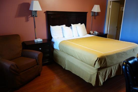 Rose Garden Inn : Bed :)