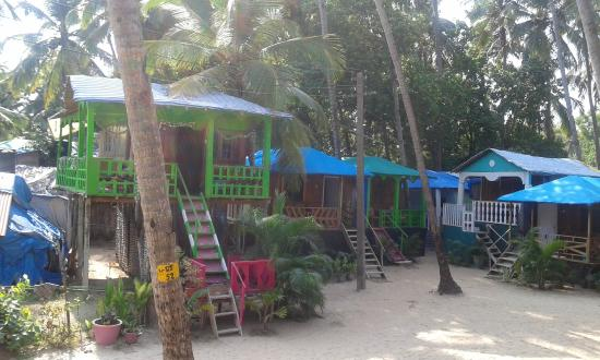 D'Costa Cottages: Huts adjoining to our hut