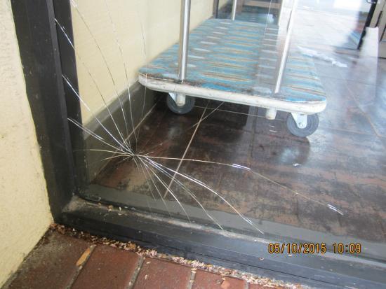 Clarion Inn : Entry door