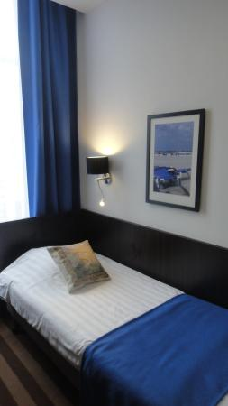Hampshire Hotel - Prinsengracht Amsterdam: twin bedroom ( connecting single room)
