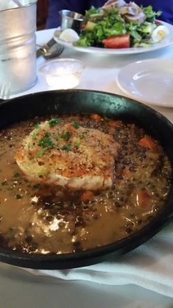 Vin Rouge : Salmon on Lentils