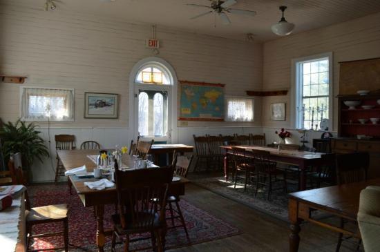 Jackson's Falls Country Inn: School house-gorgeous morning sun!