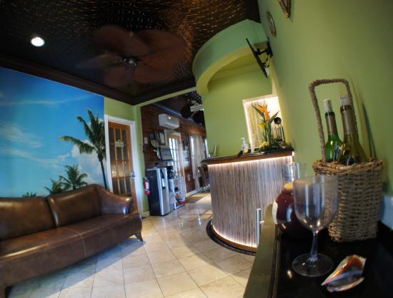 Seascape Tropical Inn: Guest lobby