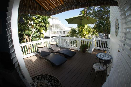 Seascape Tropical Inn: Deluxe Queen with Private porch upstairs