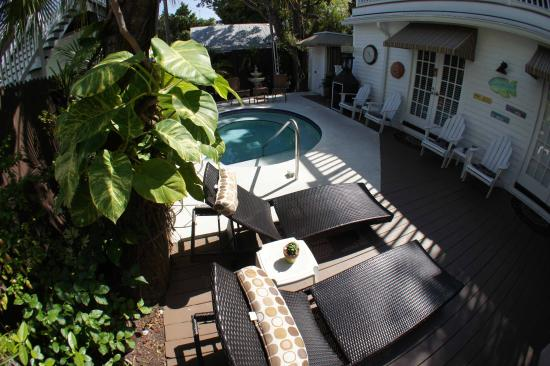 Seascape Tropical Inn: Relax by the Poolside